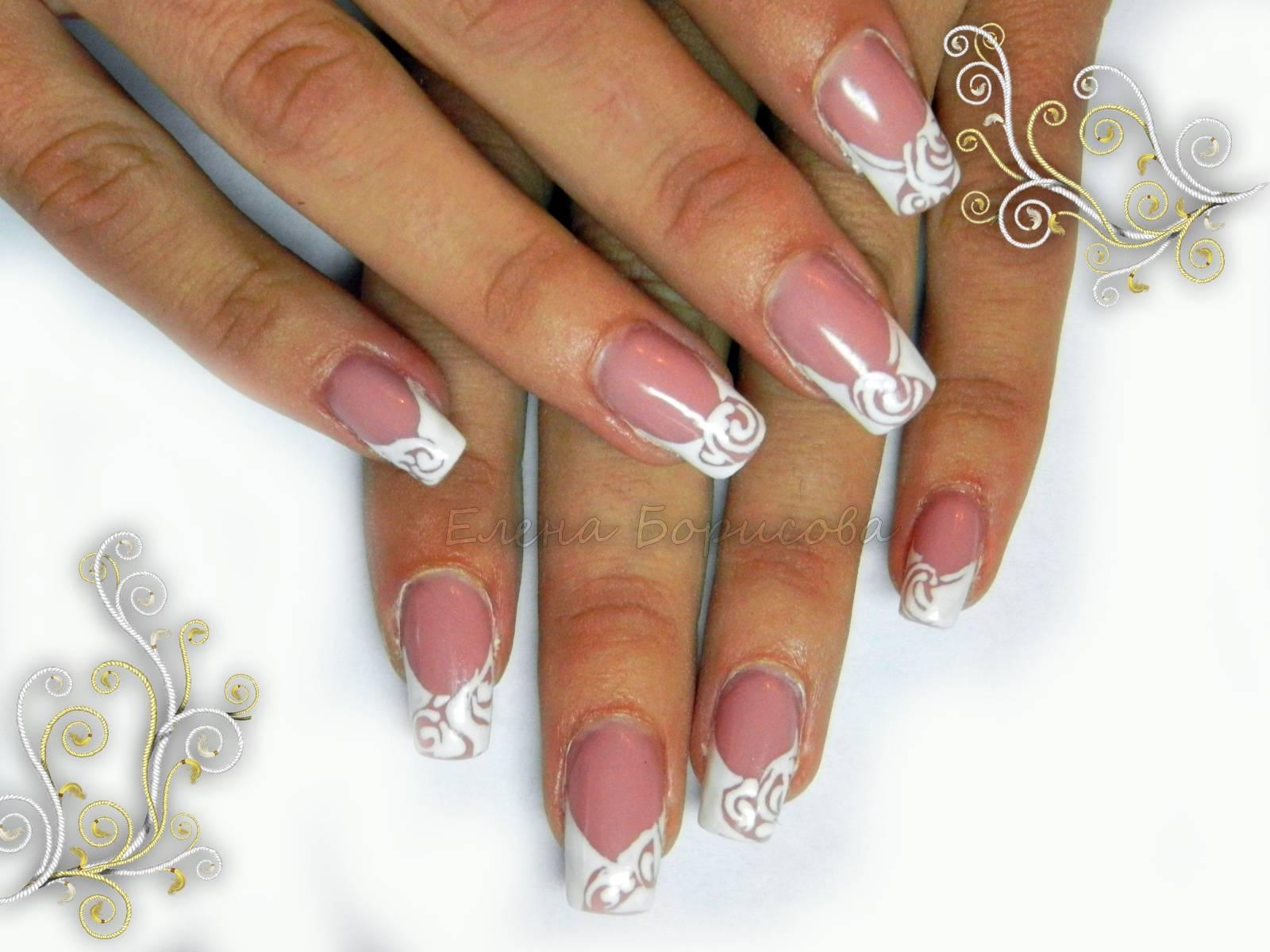 Ногти с белым френчем и рисунком на ней фото